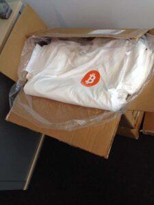 Koszulki z Logo Bitcoin i napisem Bitcoin accepted here
